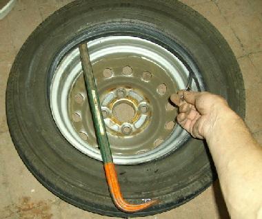 ホイールからタイヤをはずす