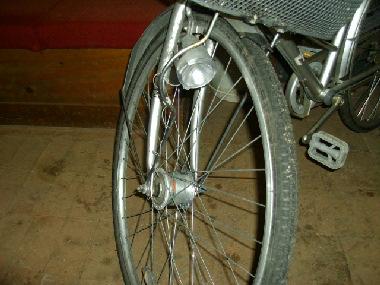 点灯しなくなった自転車のライトです