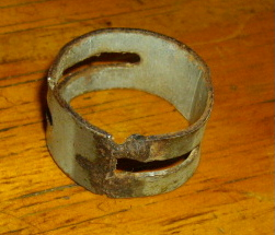 頭につける鉄の輪を鉄の板を曲げて溶接し作成しました